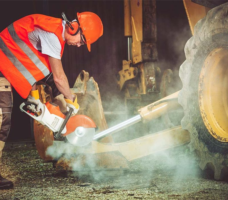 construction-worker-in-action-P2LH6PA.jpg